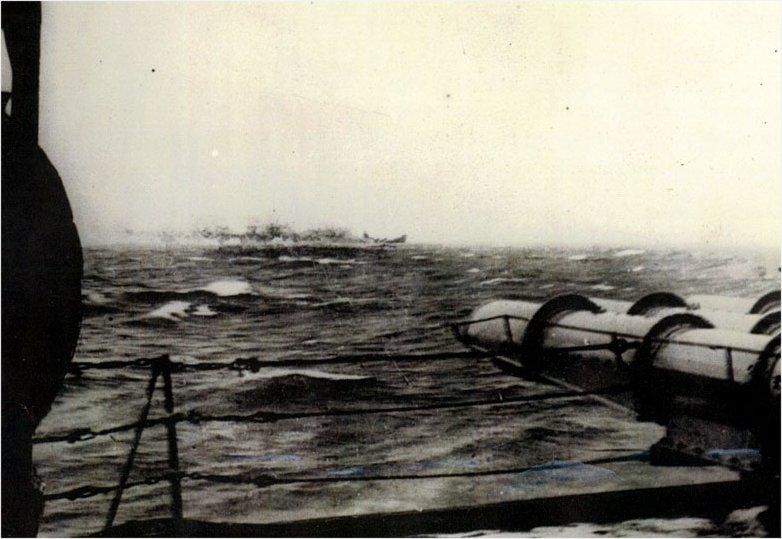 WTBR_Bismarck_Sinking_pic.jpg